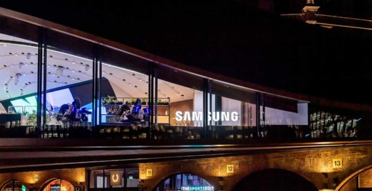 Outside---Samsung-sign-night
